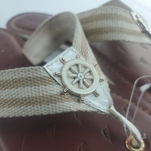 NAUTICA Flip Flop Thong Sandals~White with gold Garver Accent 10.5-11 wide